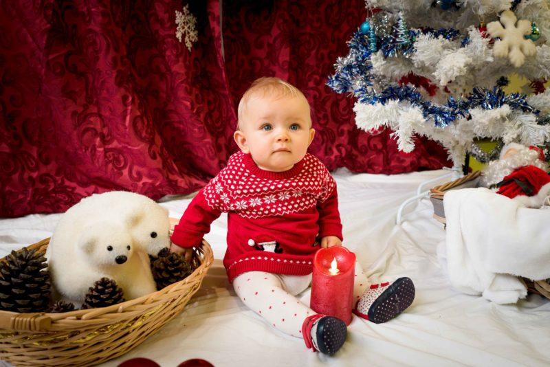 enfant et décor de Noel