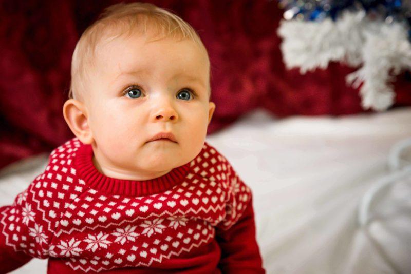 portrait bebe avec pull de Noel