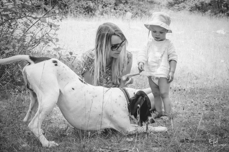 photo famille bébé et chien en nature photographe briançon