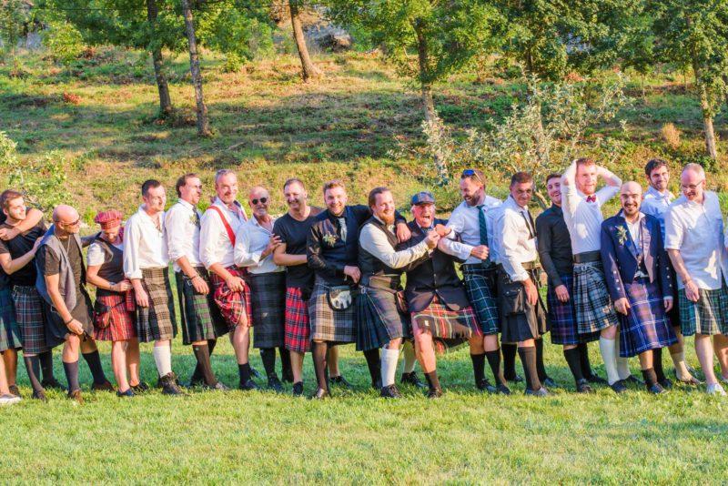 photo de groupe hommes en kilt