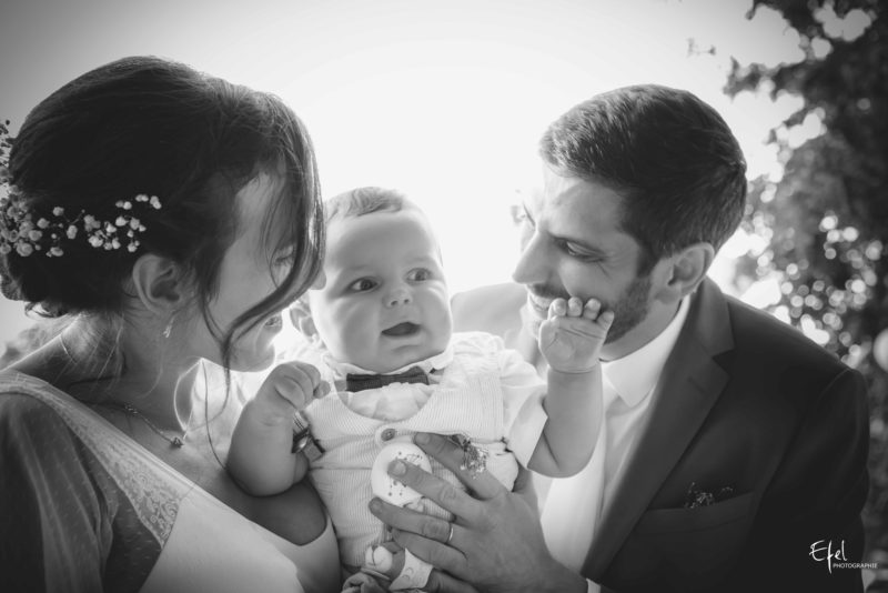 Photographie mariés et leur bébé