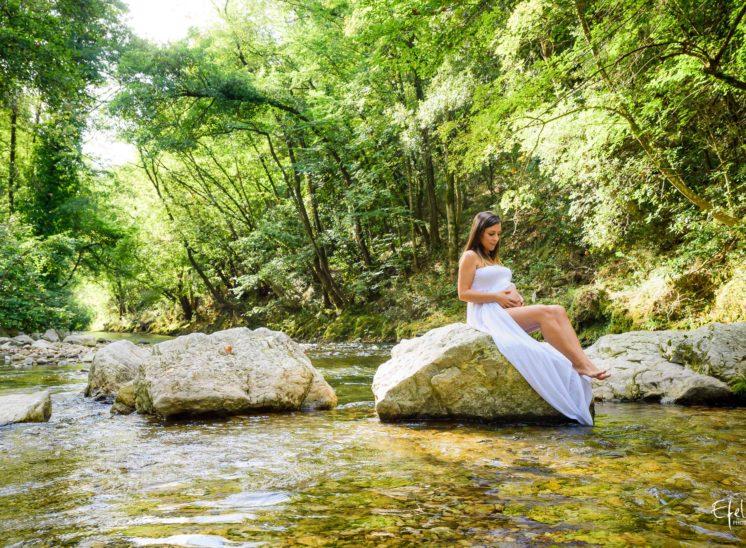 Shooting grossesse nature et rivière à Gap