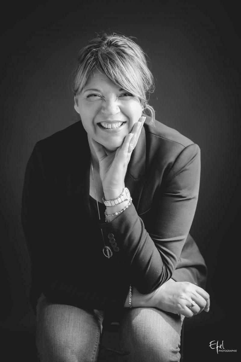 shooting photo portrait corporate à Gap femme souriante