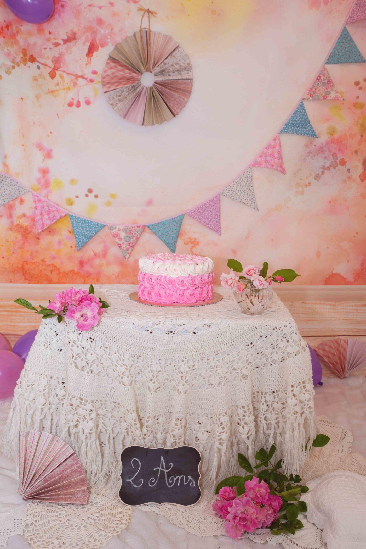 séance smash the cake avec gâteau d'anniversaire photographe gap
