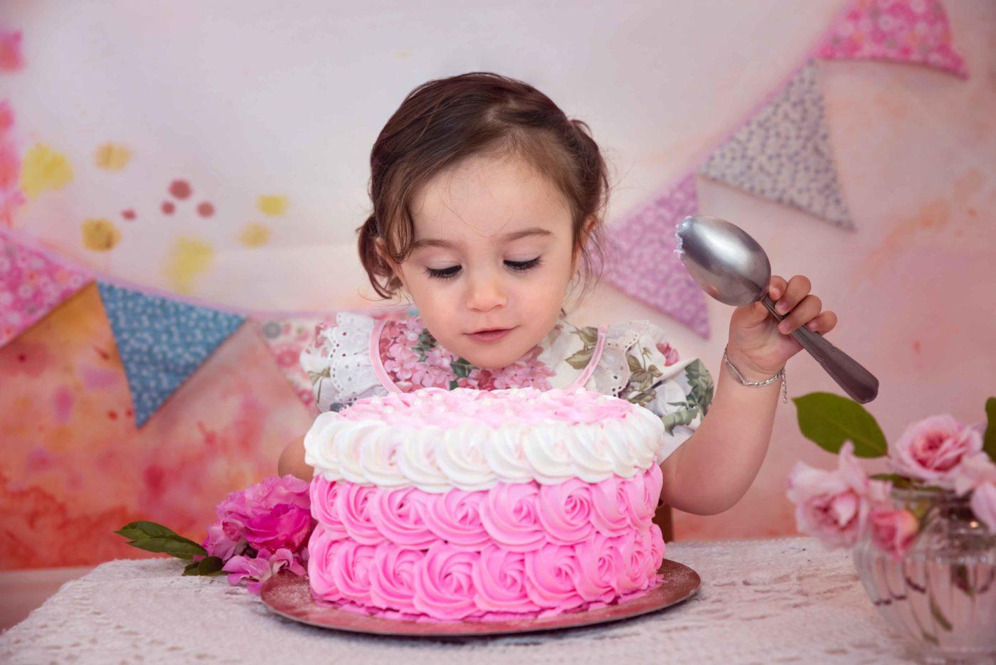 séance anniversaire bébé et son gâteau photographe famille gap