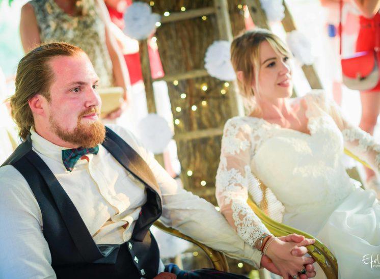 Soirées de mariage - mariés émus - photographe gap