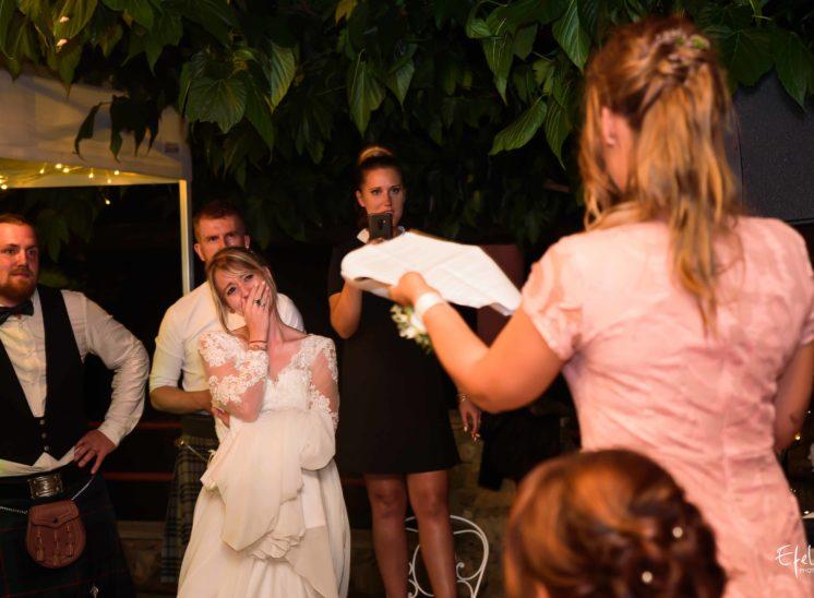 Les mariés émus par les discours - photographe gap