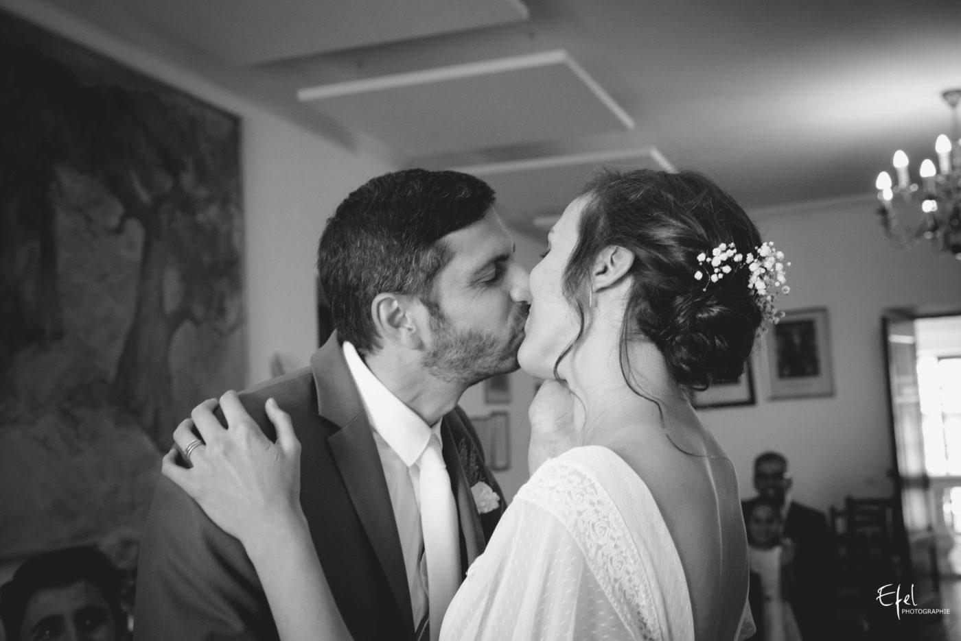 bisou des mariés - reportage de mariage civil dans les hautes alpes, dans les alpes maritimes et en PACA