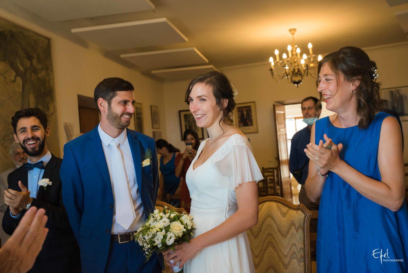 Les mariés sont heureux de s'être dit oui - photographe de mariage dans les hautes alpes