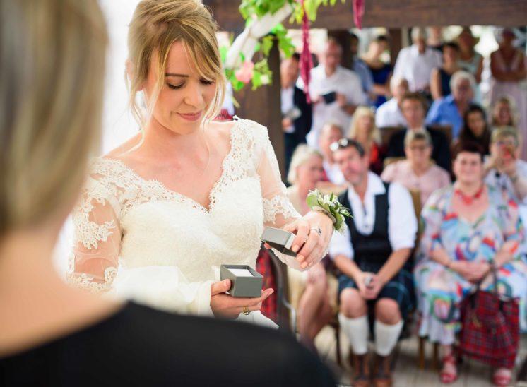Photo-ceremonie-mariage-laique-photographe mariage Gap