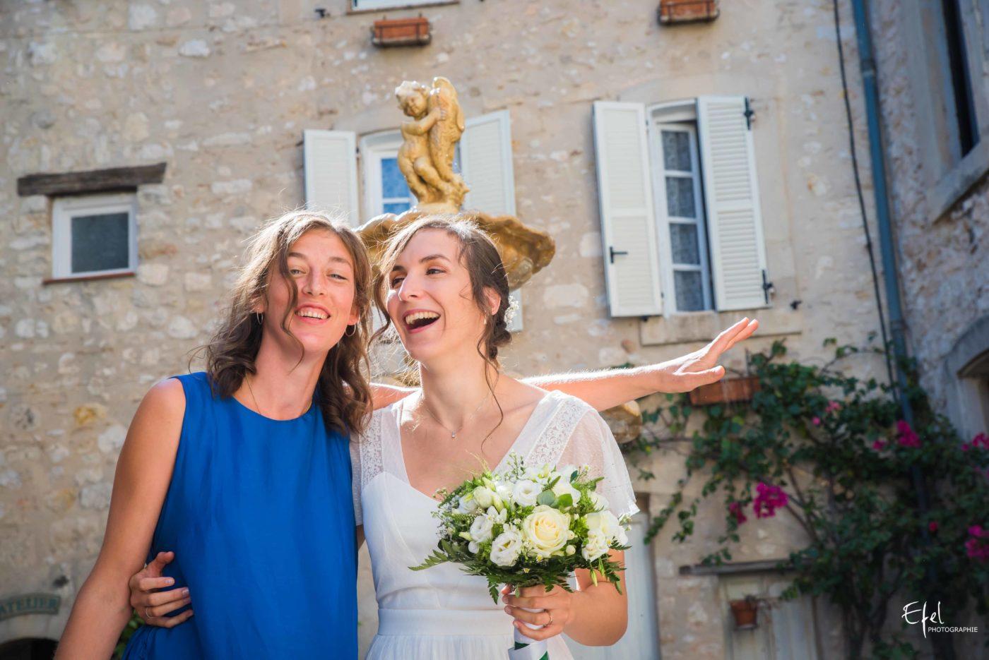 La mariée et sa témoin - reportage de mariage dans les hautes alpes et en Provence