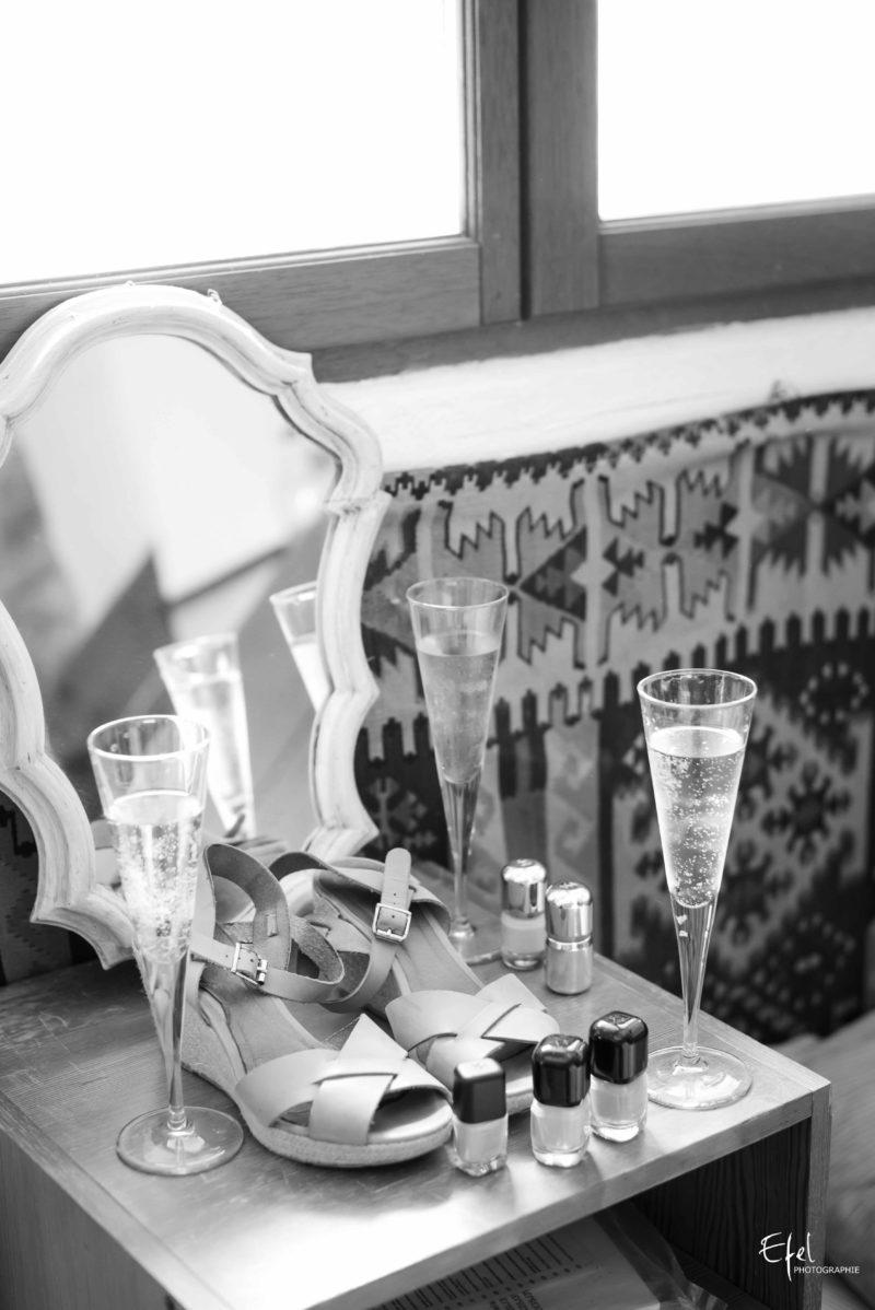 chaussures et champagne pendant les préparatifs de mariage à Gap