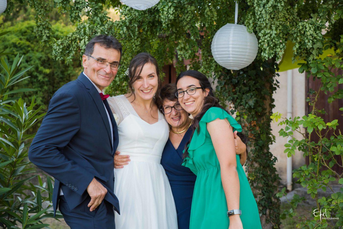 La mariée et sa famille - mariage hautes alpes