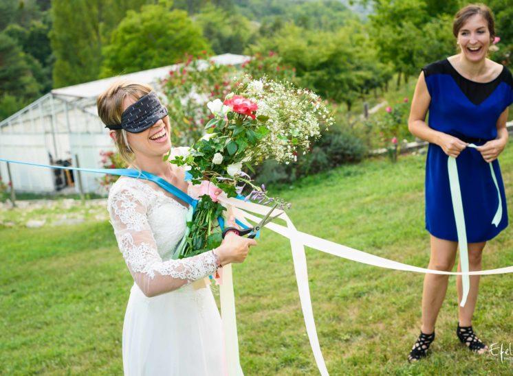 La mariée a presque coupé tous les rubans - reportage bouquet marié gap