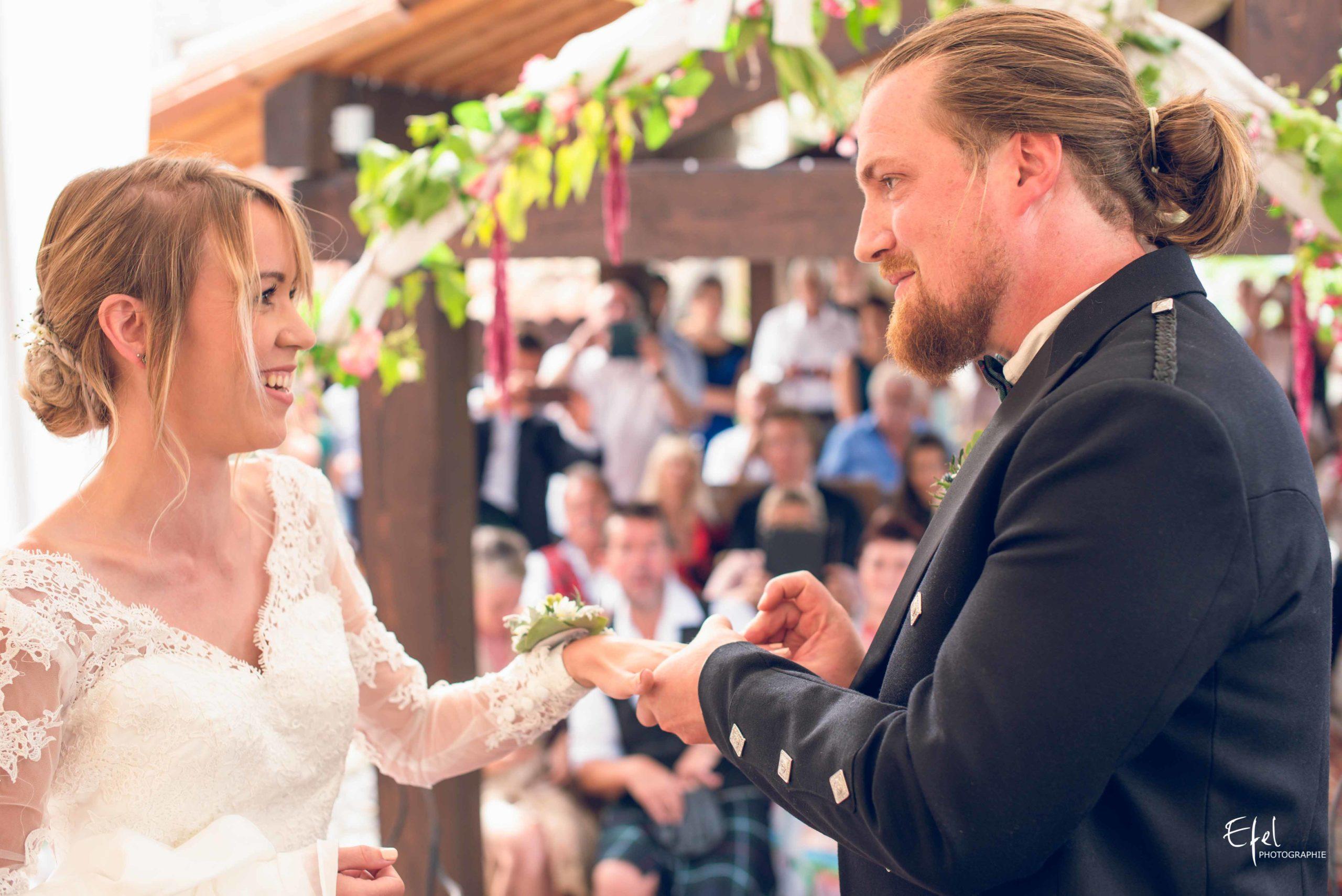 Photos cérémonie mariage laïque échange des alliances - photographe mariage Gap