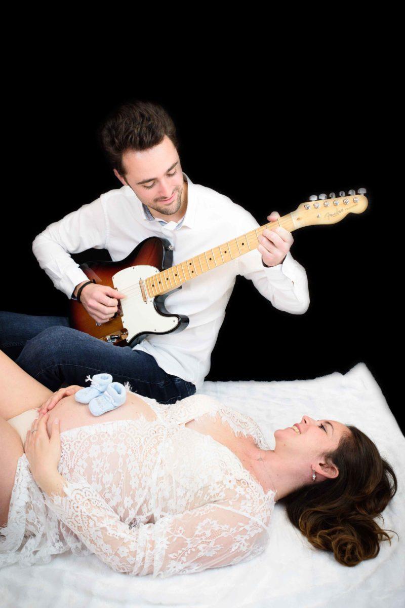 Shooting grossesse à Gap avec une guitare