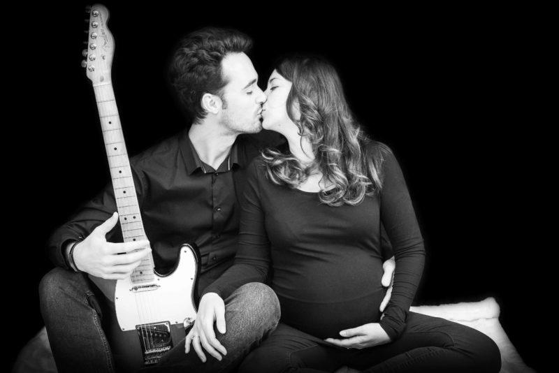 Photographe grossesse à gap - photos en studio avec accessoires
