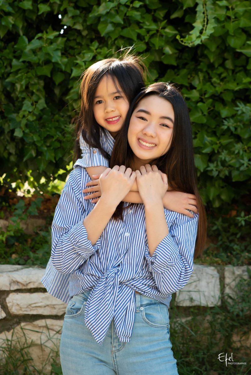 Séance photo en famille - deux soeurs - photographe Tallard