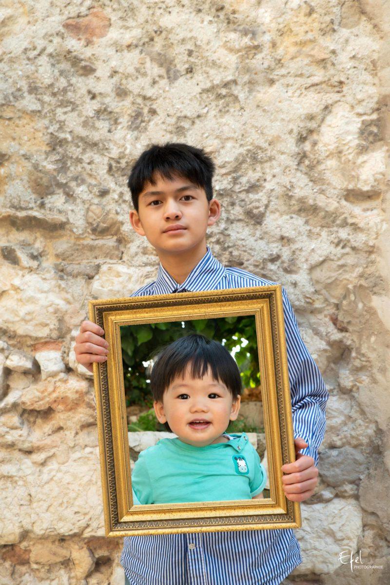 Photographe famille Gap - portraits imbriqués dans un cadre