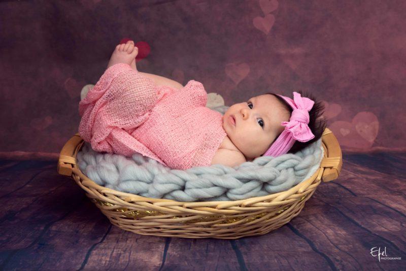 photographe nouveau né briançon bébé fille en rose