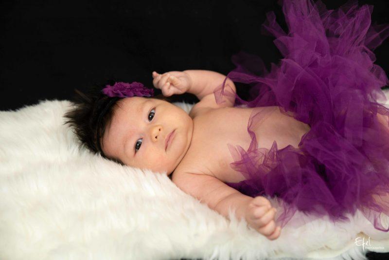 Photo naissance la Batie Neuve bébé fille de deux mois - photographe tallard