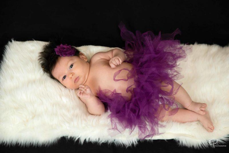 photographe naissance embrun bébé fille avec tutu