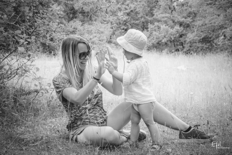 jeux de mains photographe famille à Gap