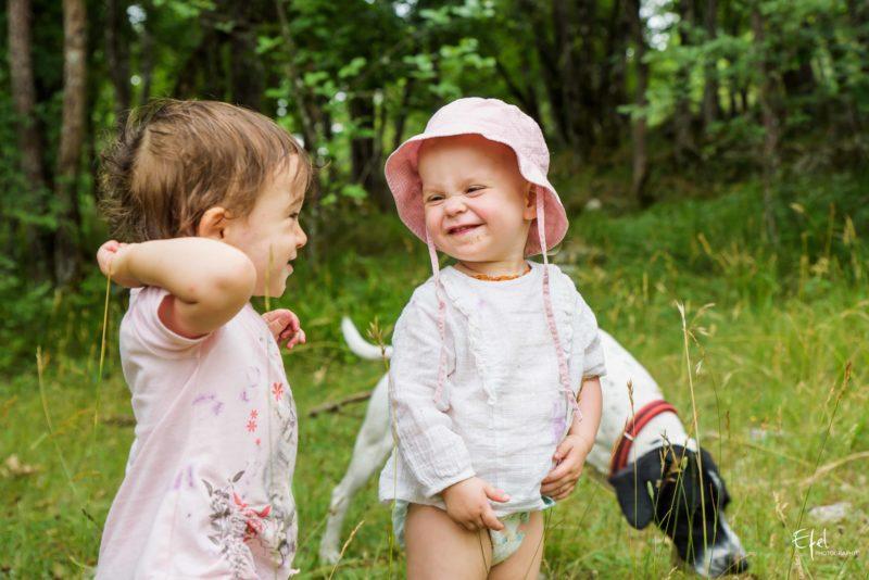 photo bebe fille 1 an dans la nature photographe famille gap