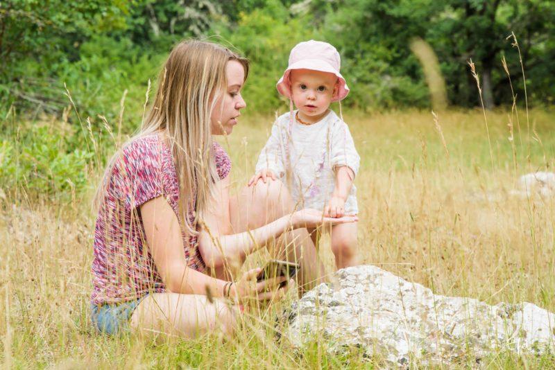 maman et bébé shooting en nature photographe famille gap