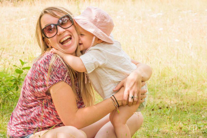 tendre complicité maman bebe seance photo famille bebe à Gap