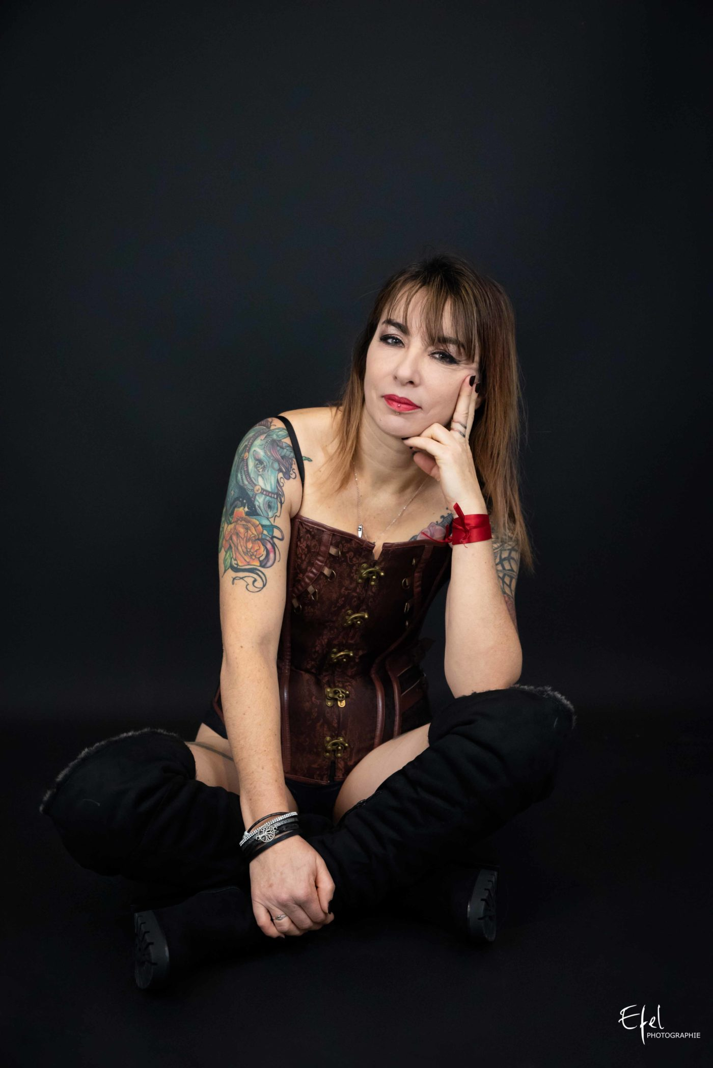 Séance photo femme tatouée photographe hautes alpes